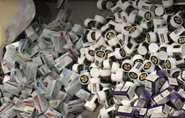 """В одной из посылок на """"Почте России"""" обнаружили 90 килограмм наркотиков (4 фото)"""