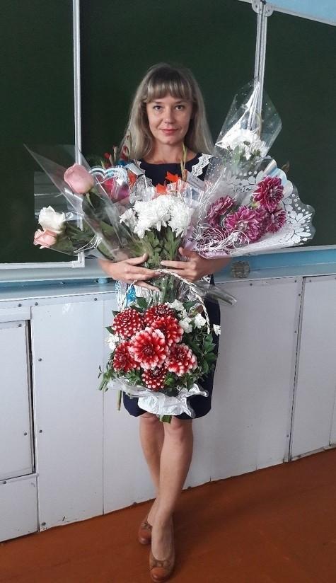 Учительница из Барнаула чуть не лишилась работы после фото (5 фото)
