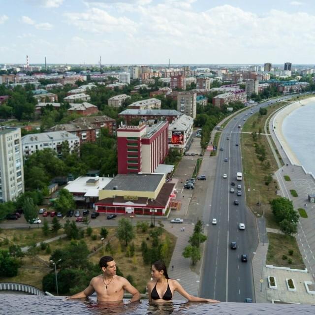 Если бы в Омске были открытые бассейны с видом на город (7 фото)