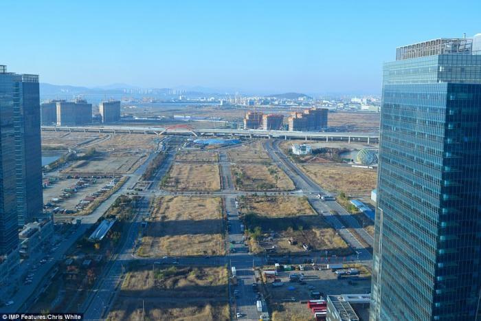 Заброшенный город будущего (18 фото)