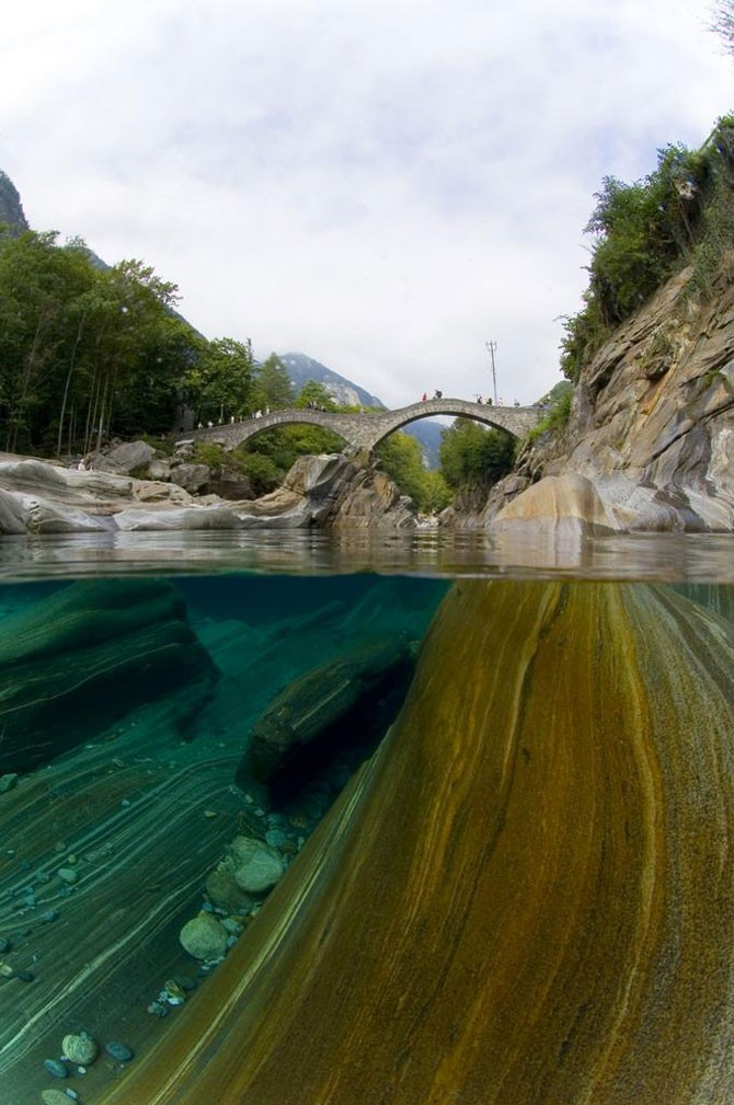 Швейцарская река кристальной чистоты (8 фото)