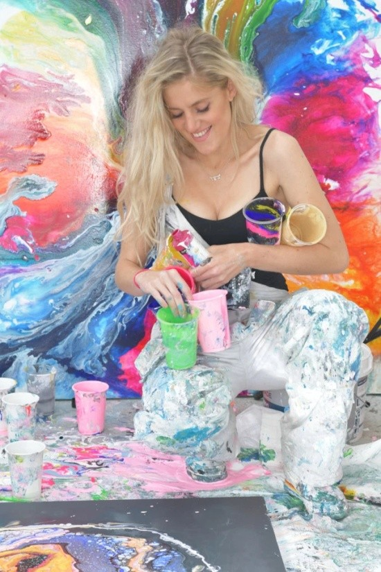 "Уличная художница Софи Фи, запустившая тренд ""GlitterBoobs"" (8 фото)"
