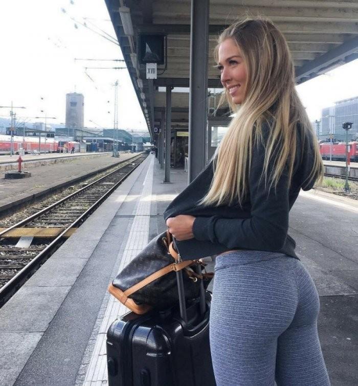 Новые засветы 20.02.2019: Девушки в спортивных штанишках (28 фото)