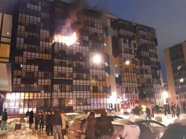 Местные жители в Кудрово растащили припаркованные машины (2 фото)