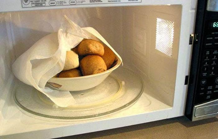 Нестандартные способы применения бумажного полотенца (8 фото)