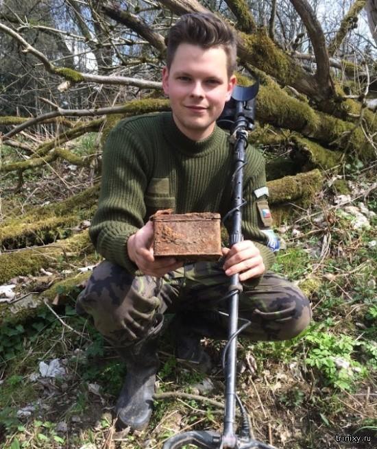 Настоящий клад, найденный в лесу (4 фото)