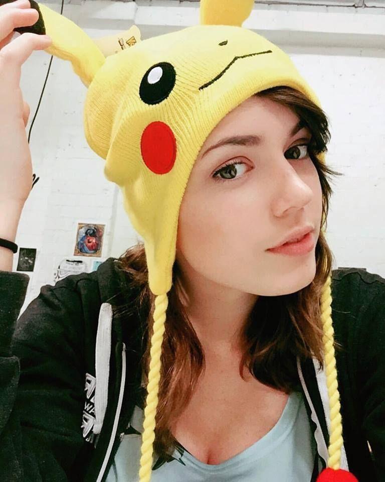 Звезда Twitch - 24-летняя Ника с роскошной грудью (15 фото)