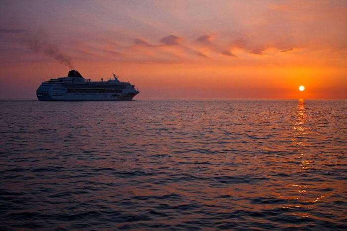 Путешествие на огромном плавучем жилище The World (20 фото)