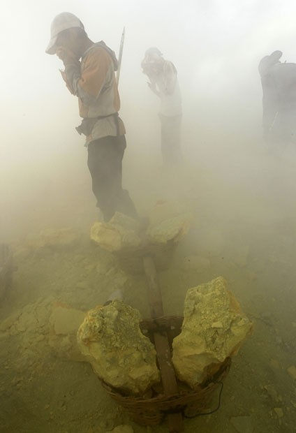 Шахтеры серных шахт (21 фото)