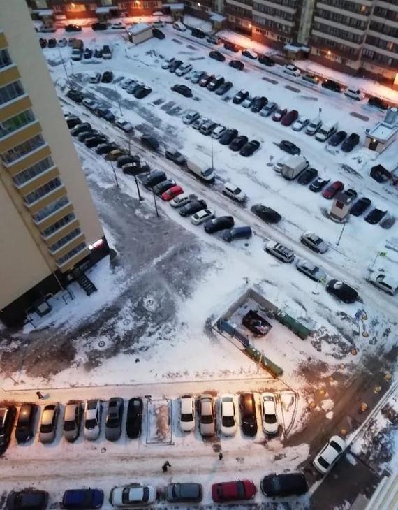 Решение проблемы с парковкой во дворе (3 фото)