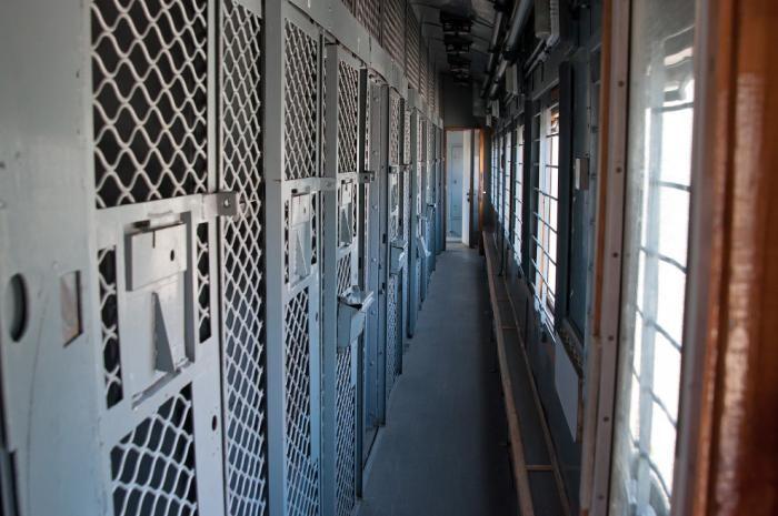 Экскурсия по вагону для перевозки заключенных (17 фото)