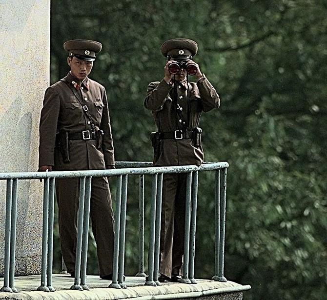 Панмунджом – граница между Северной и Южной Кореей (9 фото)