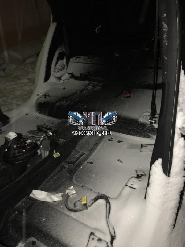 В Челябинске злоумышленники разобрали внедорожник Mercedes за одну ночь (6 фото)