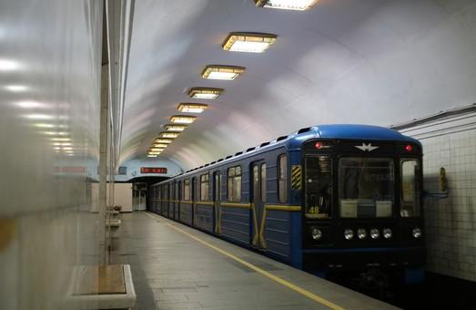 """""""Мгновенная карма"""" в столичном метрополитене (2 фото)"""