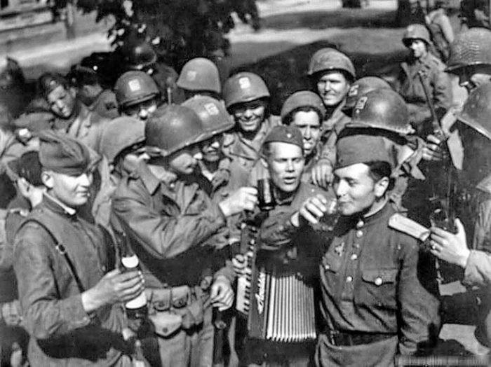 «Наркомовские 100 грамм»: влиял ли алкоголь на исход войны (5 фото)