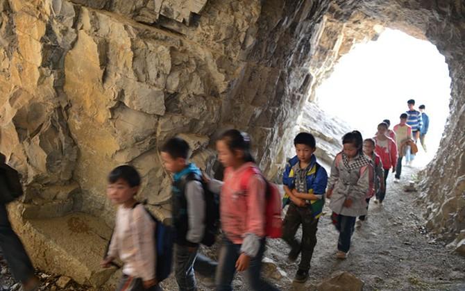 Экстремальная дорога в школу (17 фото)