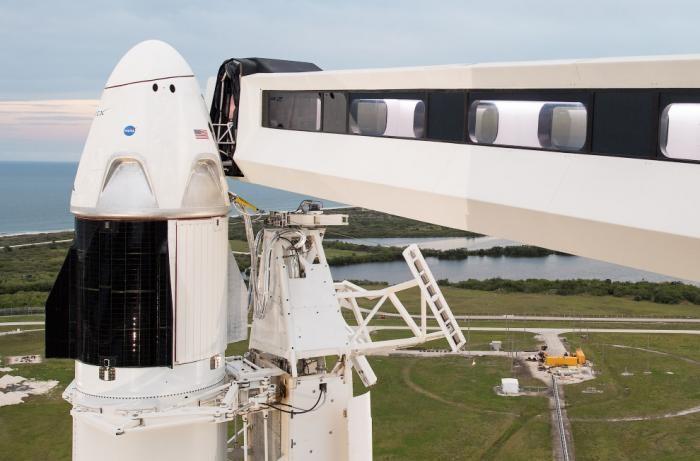 Космический корабль Crew Dragon отправился к МКС (9 фото)