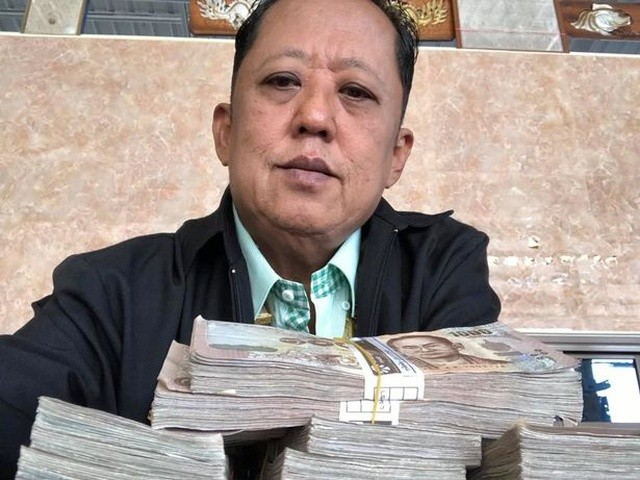 Миллионер ищет жениха для дочери и готов заплатить зятю (9 фото)