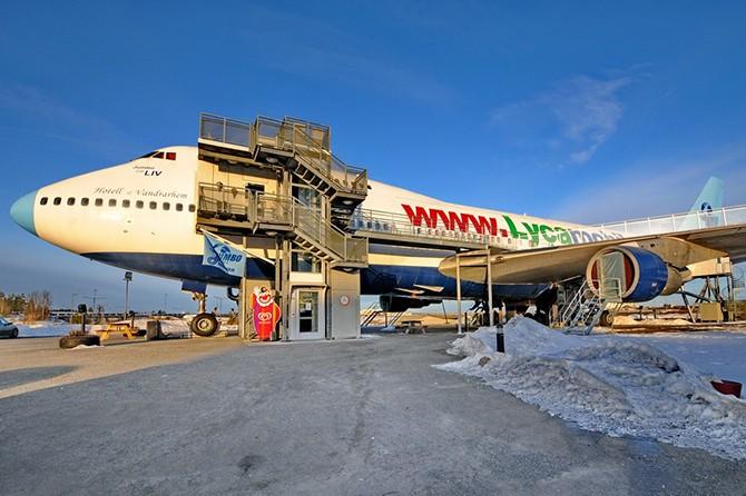 Отель-самолет Боинг-747 в Стокгольме (10 фото)