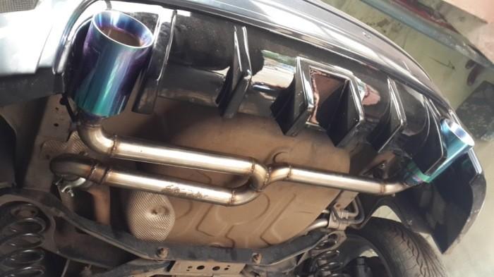Зачем автомобилю две выхлопные трубы (5 фото)