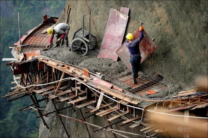 Как строятся экскурсионные дороги в горном Китае (32 фото)