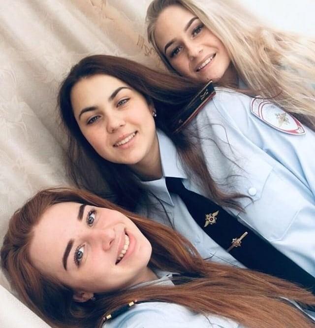 Красивые русские девушки в форме (30 фото)
