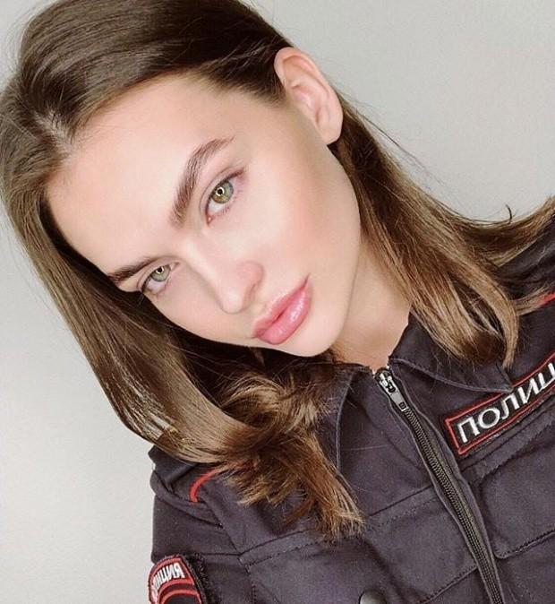 Новые засветы 08.03.2019: Красивые русские девушки в форме (30 фото)