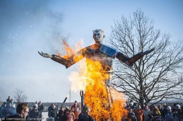 """В парке """"Аргамач"""" сожгли чучело Белого Ходока (5 фото)"""
