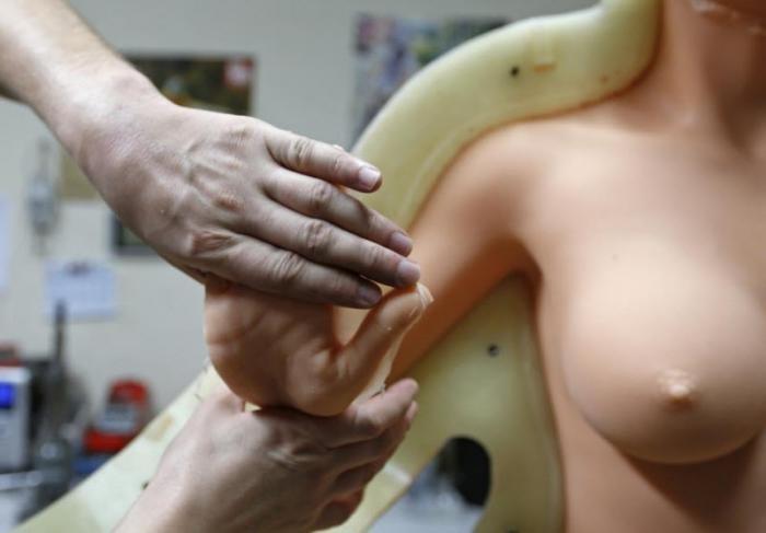 Как производят резиновых женщин во Франции (16 фото)