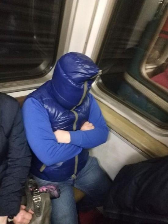Модники в метро (36 фото)