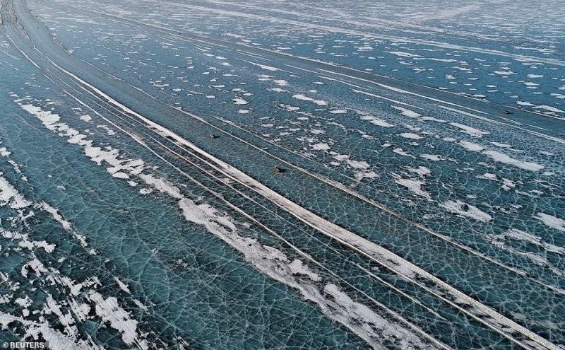 Автомобильная дорога по льдам Енисея