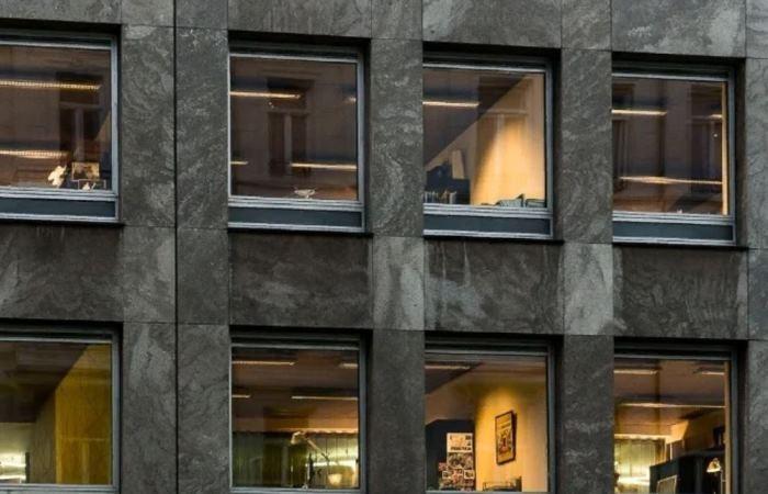 Почему в некоторых странах Европы не принято занавешивать окна? (5 фото)