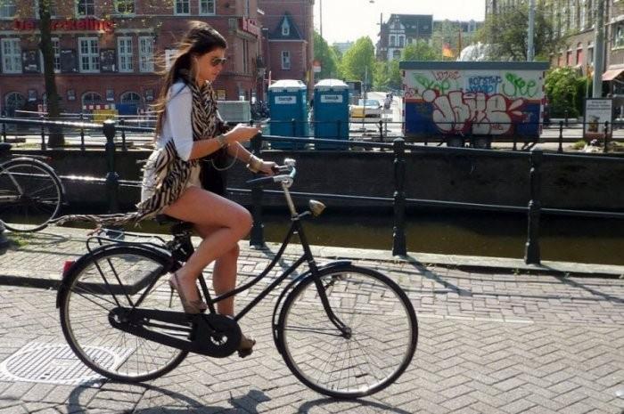 Девушки на велосипедах (27 фото)