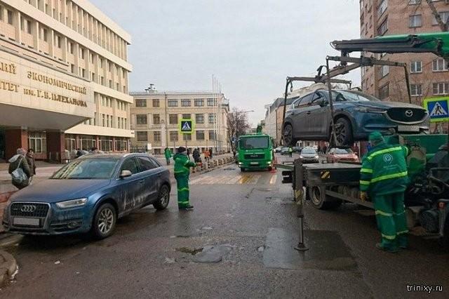 """Новый """"способ"""" парковать машины бесплатно не особо работает (3 фото)"""