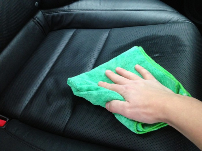 Правила ухода за кожаным салоном автомобиля (6 фото)