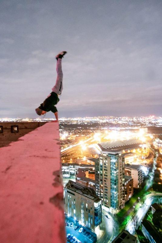 Фотографии руфера с высоты 230 метров без страховки (8 фото)