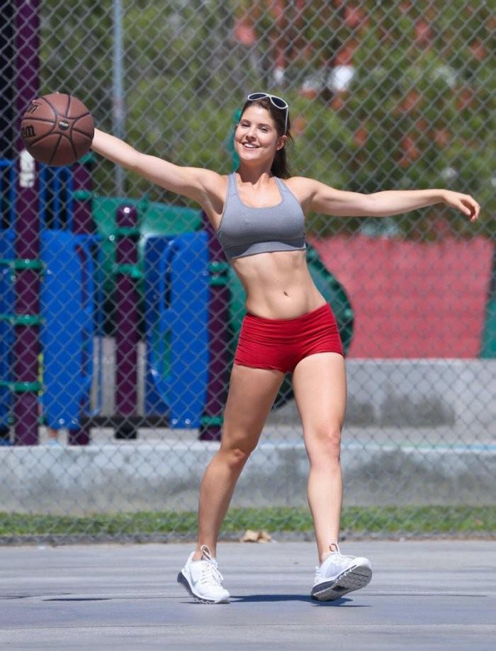 Девушки со спортивной фигурой (26 фото)