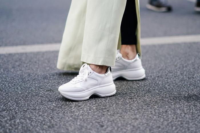 Как сделать белые кроссовки снова белыми (2 фото)