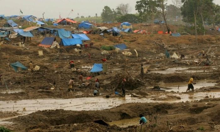 Добыча золота в Индонезии (9 фото)