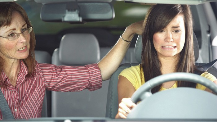 Вредные советы новичкам за рулем (6 фото)