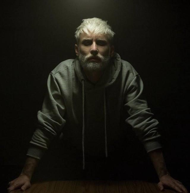 Угадайте, кто этот мужчина? (4 фото)