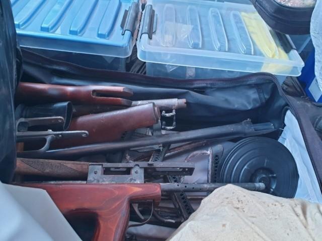 Был обнаружен тайник киллеров с большим количеством оружия (6 фото)