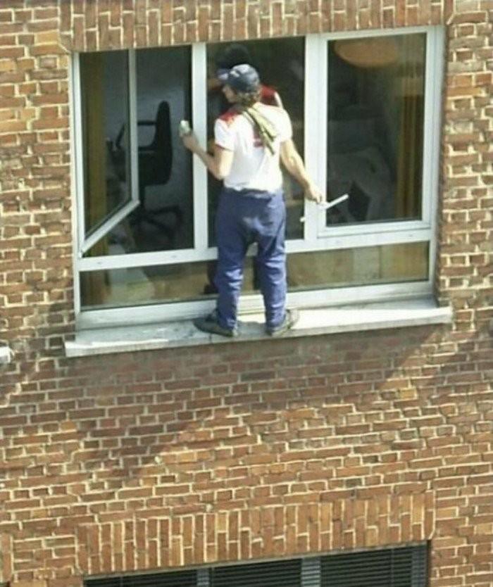 Отчаянные работники, у которых точно есть одна запасная жизнь (20 фото)