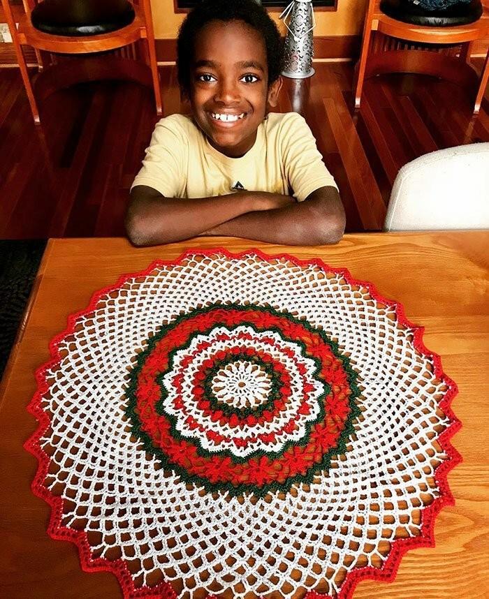 11-летний школьник вяжет так, что бабушки позавидуют (8 фото)