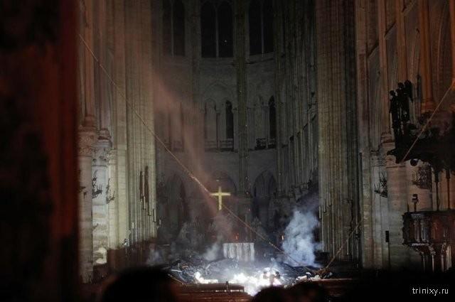 Последствия пожара в соборе Парижской Богоматери (7 фото)