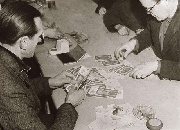 Как Сталин обрушил доллар в 1947 году (5 фото)