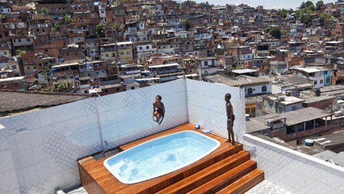 Захваченный дом наркобарона в Рио-де-Жанейро (10 фото)