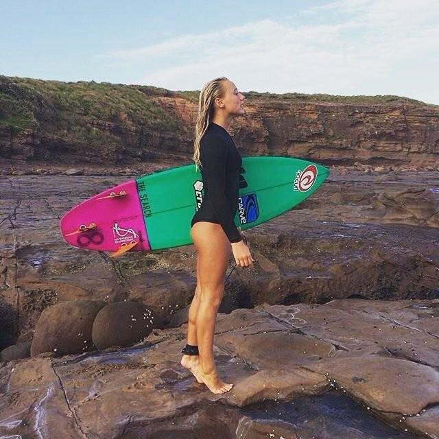 Девушки-серфингистки (48 фото)