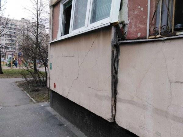 Гастарбайтеры снесли несущую стену в квартире панельной многоэтажки (5 фото)