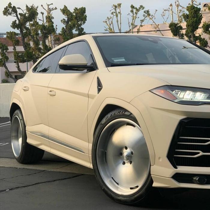 Канье Уэст показал свой доработанный Lamborghini Urus (3 фото)